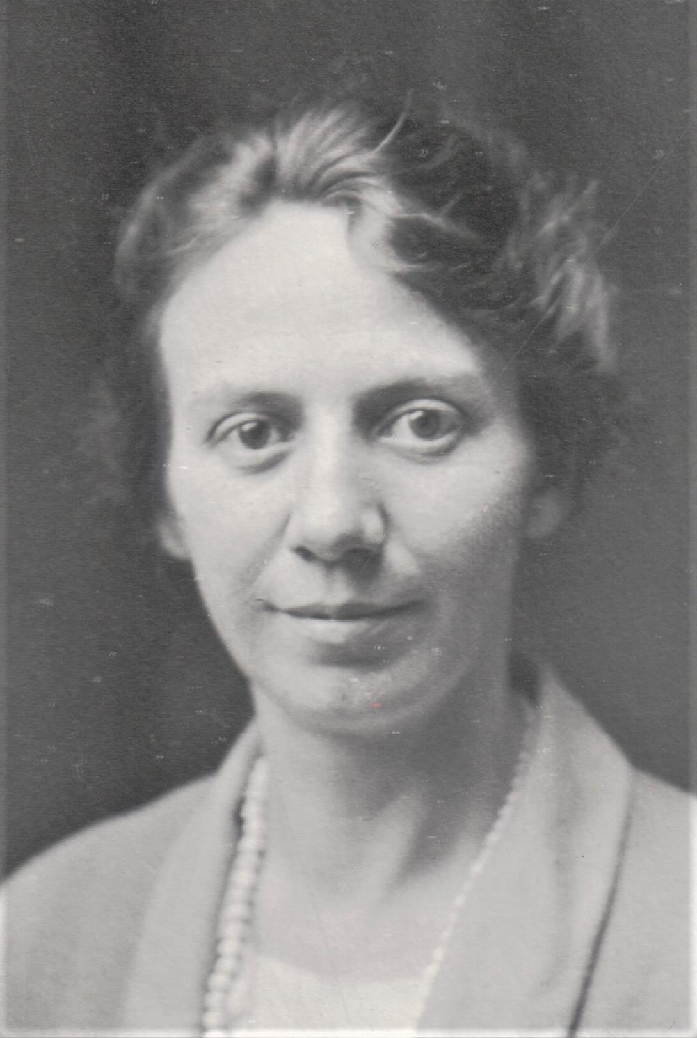 Meads, Hazel Pearl