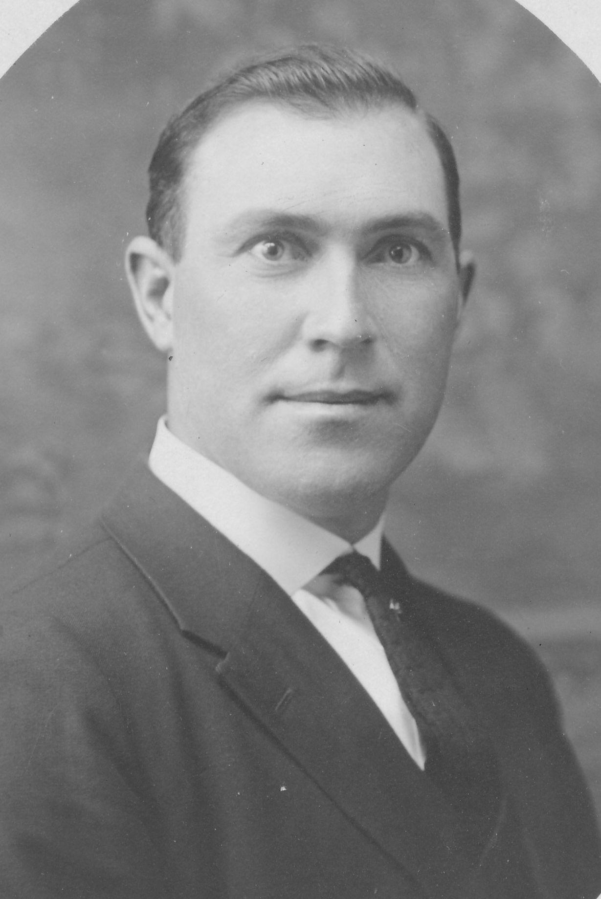 Armstrong, Curtis Smith
