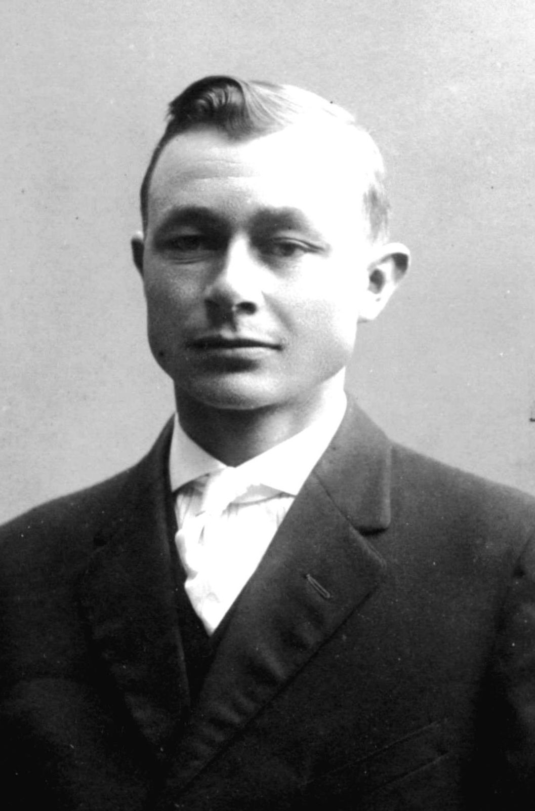 Davidson, Arland Lorenzo Arstanus