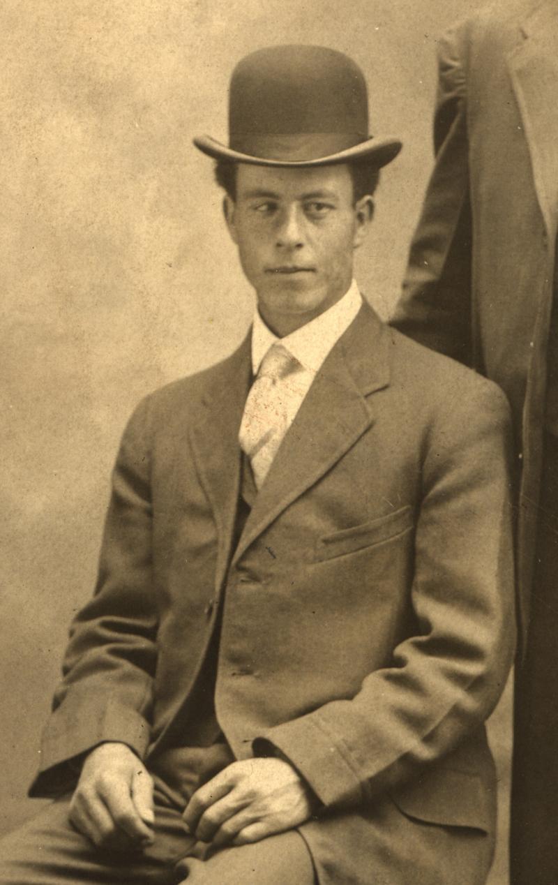 Elliott, Bradford White