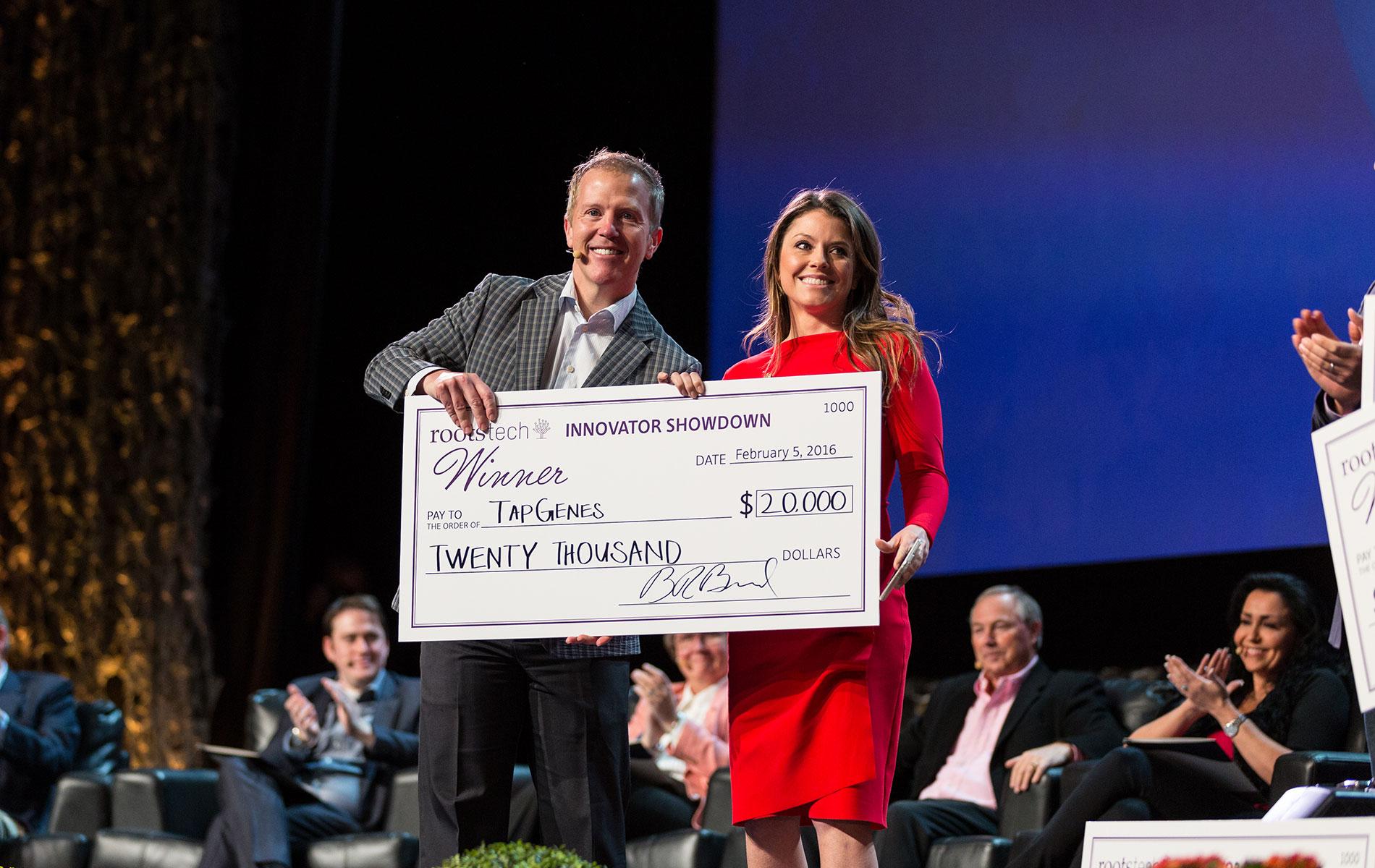 Prize awarded to Innovator Showdown winner