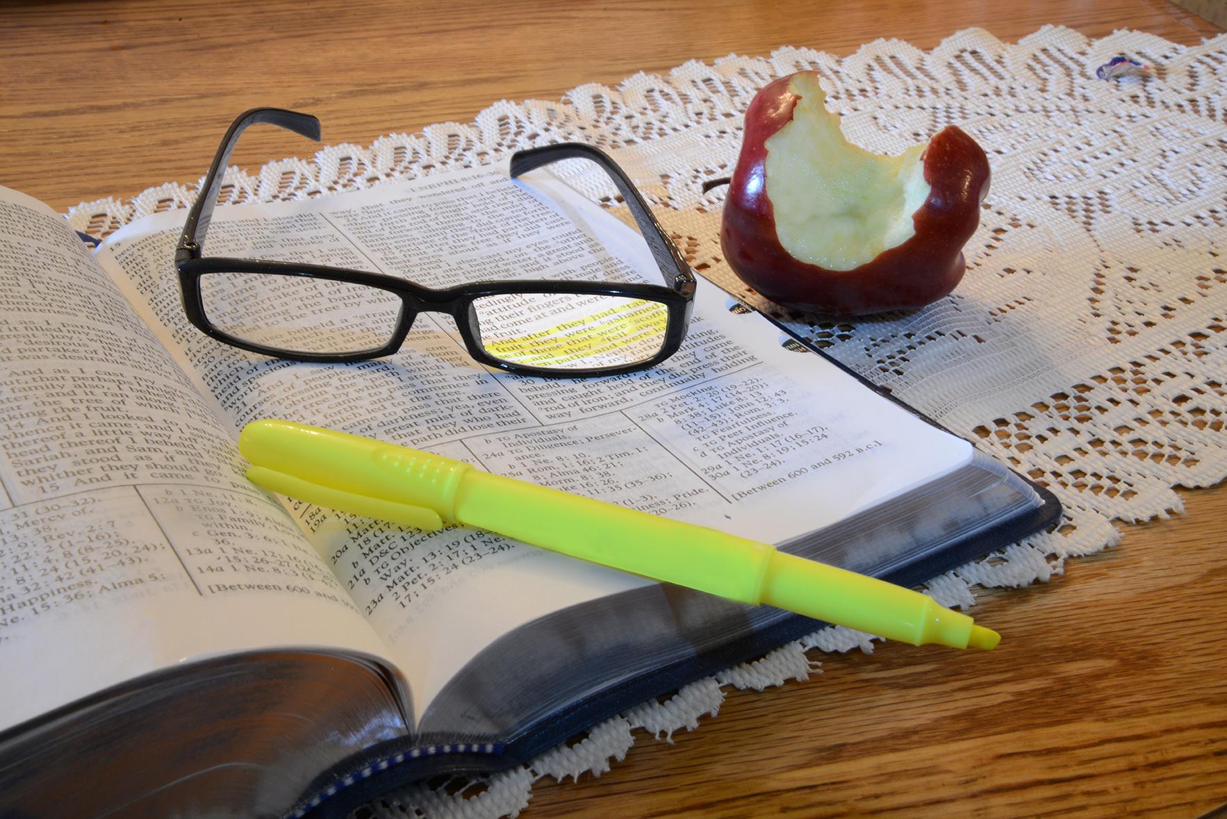 girl marking scriptures