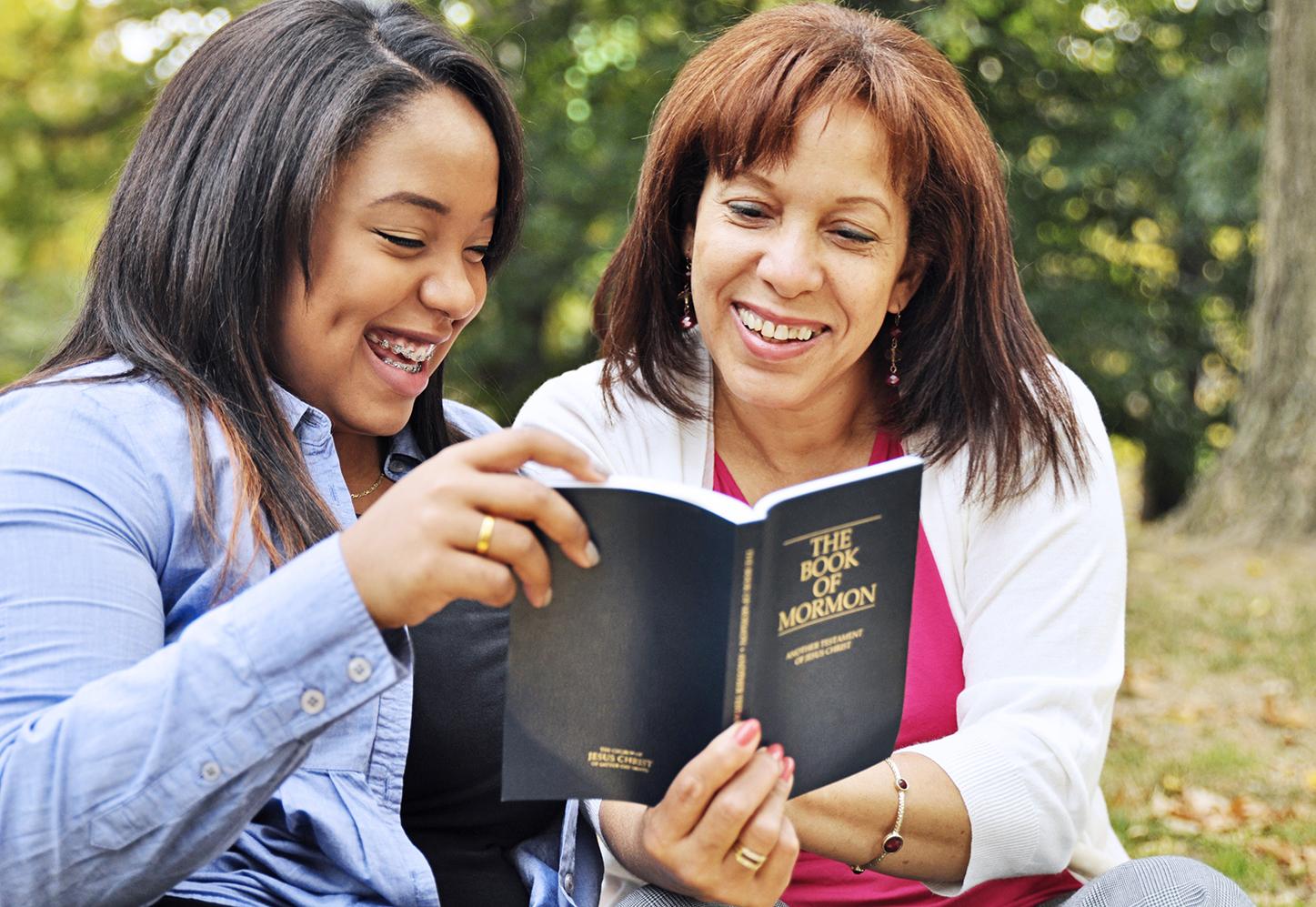 Mère lisant les Écritures avec sa fille